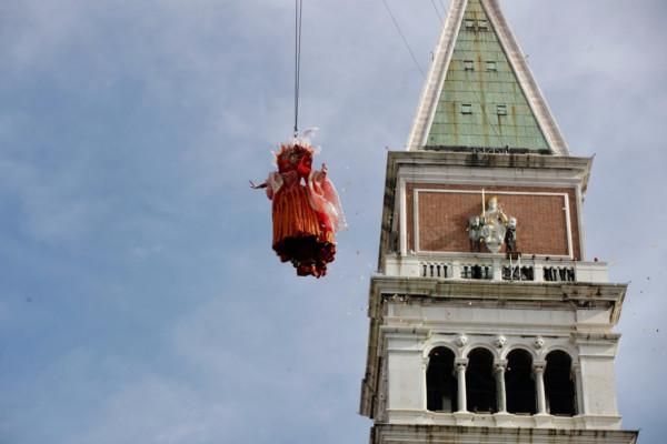 Photo de l'envol de l'ange à Venise.