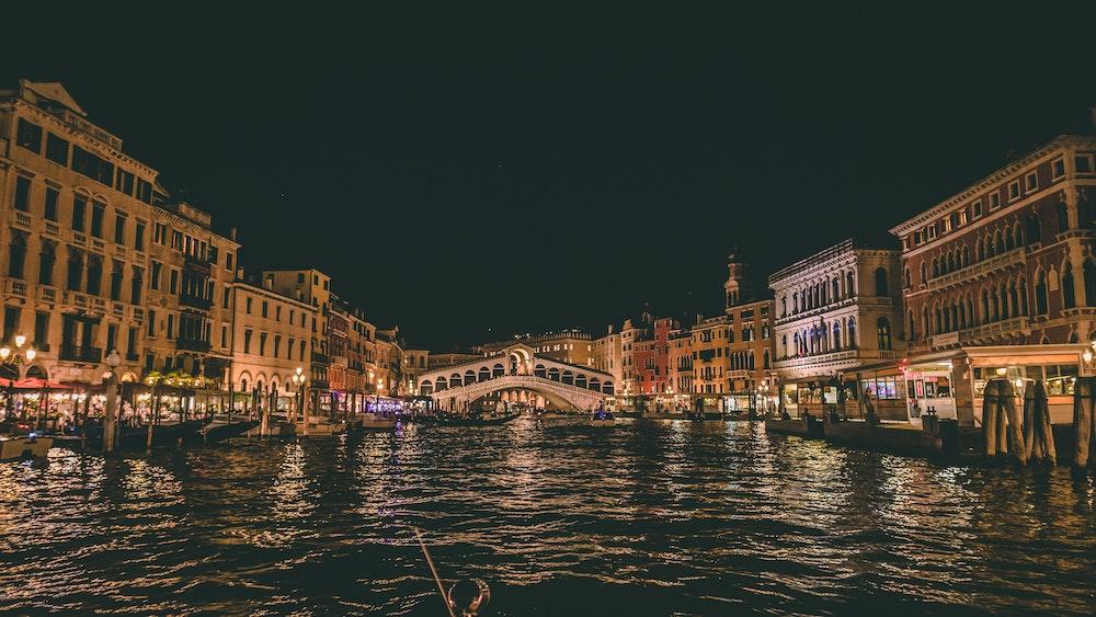 Image pour representer les activités de nuit à Venise, quoi faire à Venise la nuit.